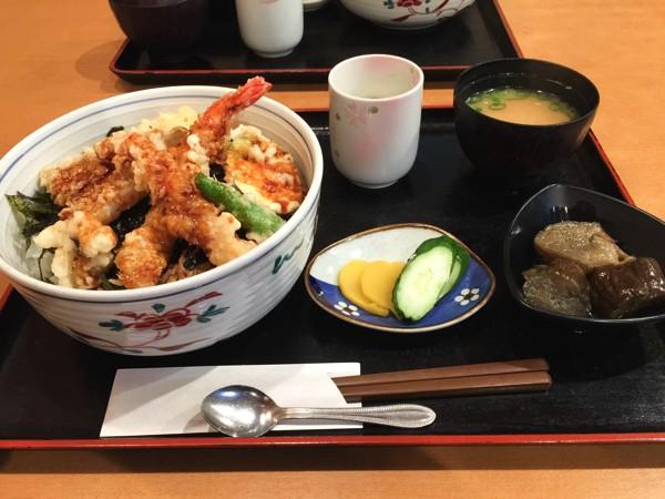 磯の坊_海鮮丼1Jun 28 2015
